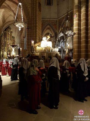 20180413000615_viacrucis-procesional-en-la-catedral-de-pamplona